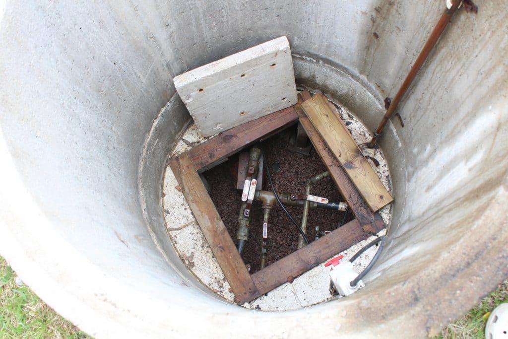 EMPRO-vedenpuhdistuslaitteilla puhdistat heikkolaatuisen, ruskean kaivoveden puhtaaksi juomakelpoiseksi vedeksi