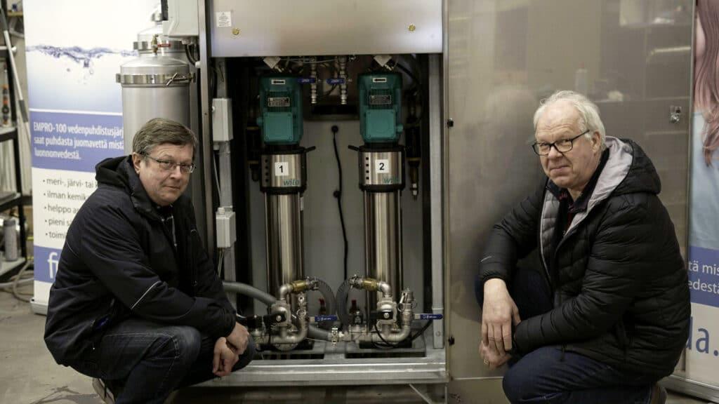Finnvoda - Käänteisosmoosi vedenpuhdistuslaite EMPRO-4000 laitteen kehittäjät Esko Aulanko ja Jorma Mustalahti